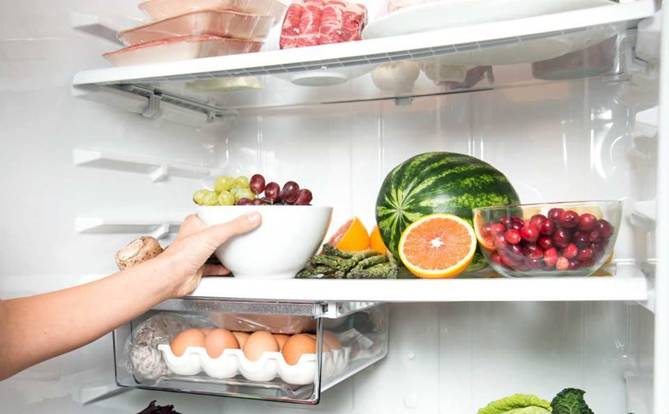 Aprenda a limpar a geladeira para evitar o mau cheiro