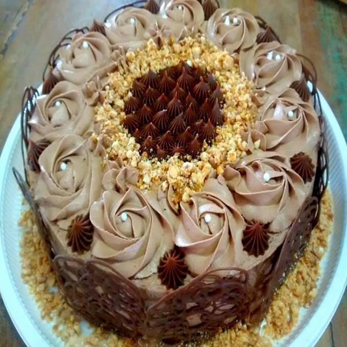 Bolo de chocolate com recheio de prestígio