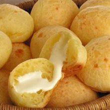Como fazer pão de queijo no micro-ondas: aprenda receita que fica pronta em 1 minuto!