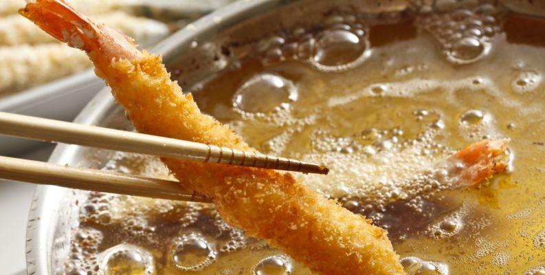 APRENDA o Truque da água fervendo promete deixar suas frituras muito mais sequinhas