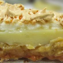 TORTA de BANANA com SUSPIRO CROCANTE! Sabe qual é o segredo desta torta?!