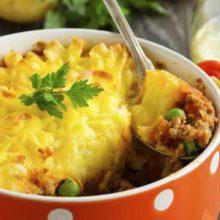 Aprenda como elaborar essa receita simples de purê de batata com carne moída.