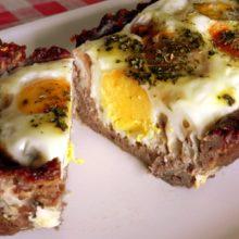 Torta de carne moída com ovos.