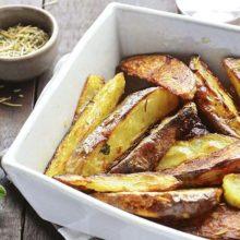 Preparar batatas rústica pode ser uma maneira simples, mas deliciosa de consumir esse legume.