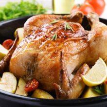 Confira como assar um frango inteiro de forma prática!