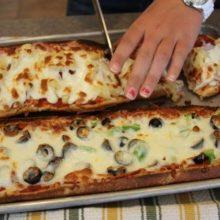 Pizza rápida e simples com pão francês-Ninguém resiste!