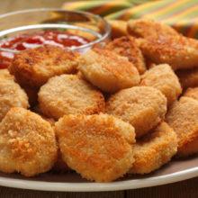 Nuggets caseiros sem fritura: receita de forno é mais simples e saborosa do que parece