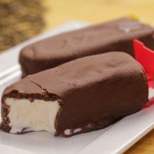 Aprenda a fazer esse sensacional picolé de leite em pó e chocolate-é uma delicia!