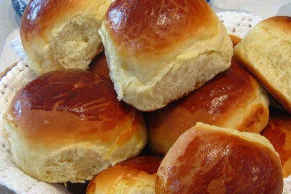 Aprenda a fazer esse pãozinho de liquidificador, e nunca mais compre pão de padaria. Simples fácil e muito fofinho