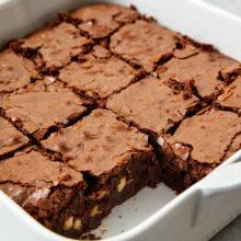 Brownie sem farinha branca e sem açúcar para quem ama doce e tem restrições