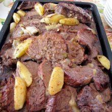 Picanha de forno com batatas deliciosas