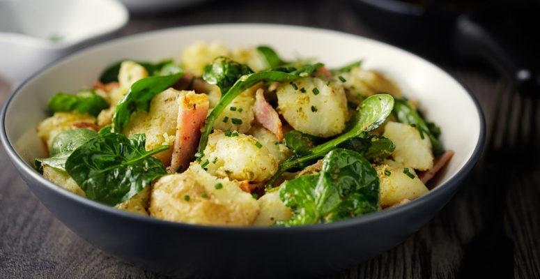 5  receitas de salada de batata para incrementar suas refeições principais