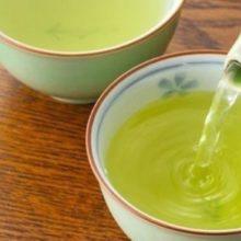 Chá relaxante para dormir profundamente e acordar bem disposto: misturinha de 3 ervas faz milagres pela sua noite