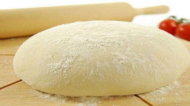 Aprenda a fazer uma bela e especial massa de pizza super macia e crocante