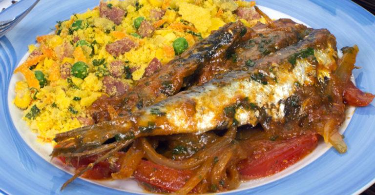 Sardinha ao molho com farofa colorida