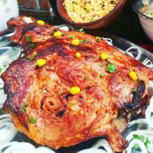 Pernil assado no forno bem temperado com tempero mineiro.