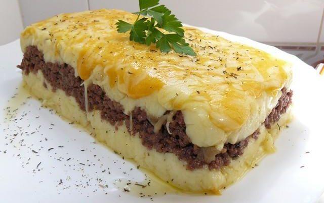 Empadão  de carne tradicional  e delicioso