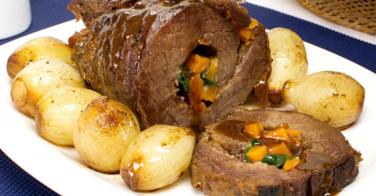 Costela desossada recheada:receita com queijo e legumes