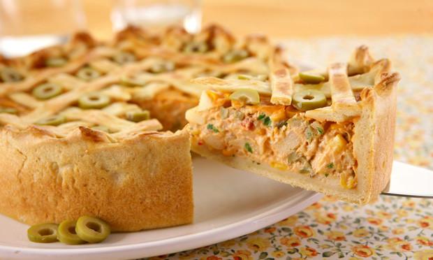 Confira a incrível   receita da torta de palmito com requeijão