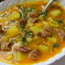 Sopa  de músculo com batata  e arroz   que é uma delicia