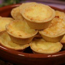 Aprenda a preparar essa empada  de queijo deliciosa e fácil de fazer