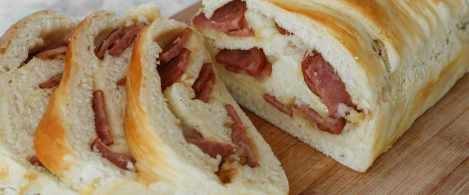 Pão Recheado com Linguiça
