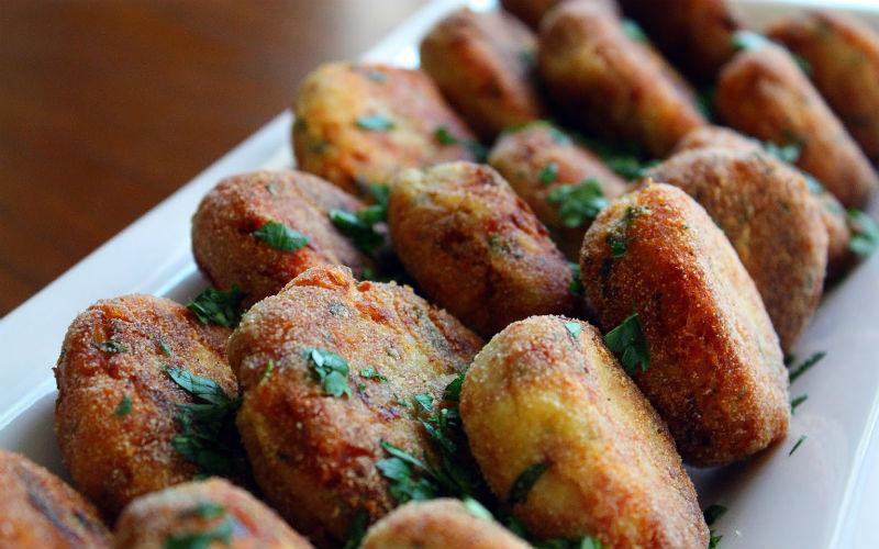 Bolinho de carne com batatas