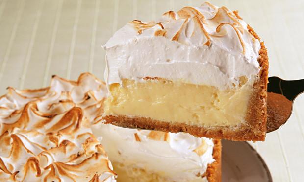 Torta de merengue com merengue