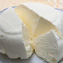 Se você tem 1  litro de leite,meio limão e 1 iogurte,pode preparar o melhor queijo caseiro
