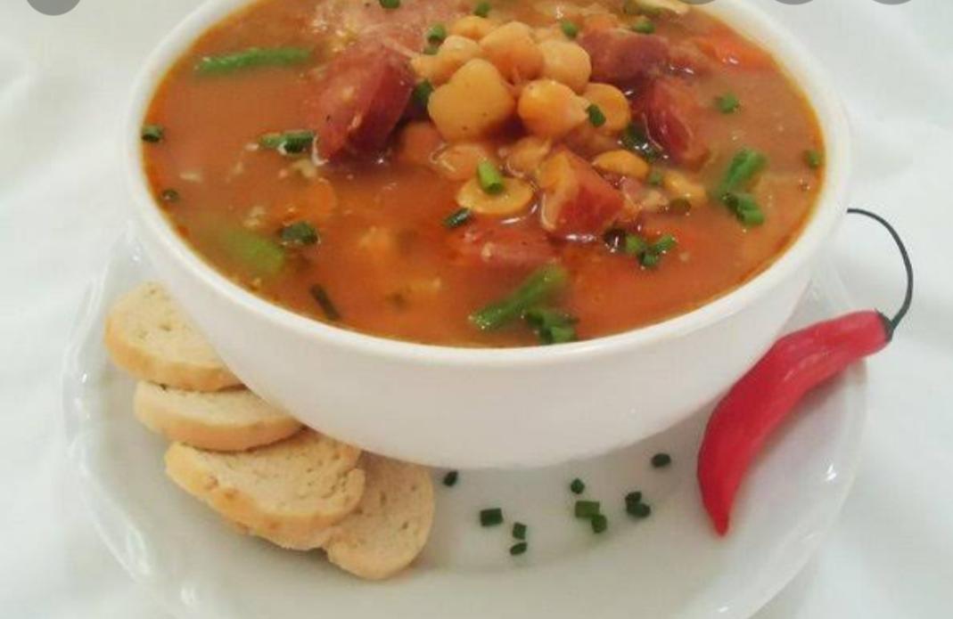 sopa de grão de bico,carne e temperos