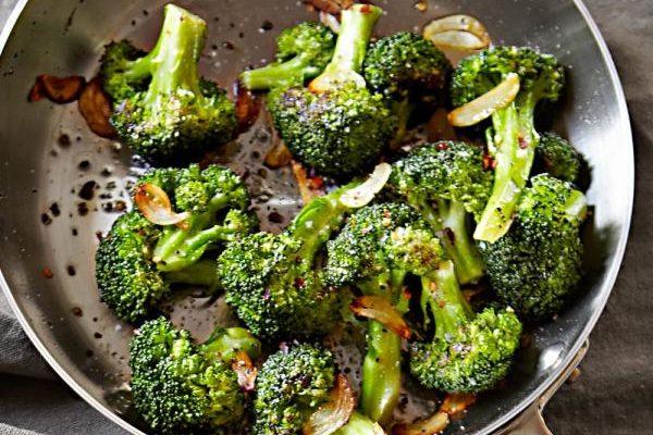 Refogado de Brócolis Um Ótimo Acompanhamento  Para o Almoço